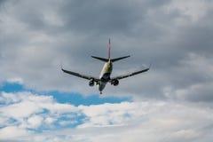 Jet Airliner Heading Toward Clouds Imagens de Stock