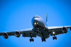 Jet airplane flying overhead close-up Royalty Free Stock Photography