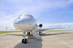 Jet Airplane privada de lujo - vista lateral - bombardero global Foto de archivo libre de regalías
