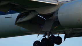 Jet Airways Boeing 777 que se acerca almacen de video