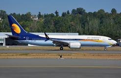 Jet Airways neues 737-8 max zum Stehen kommend nach der Landung stockbilder