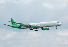 Jet in anticipo del carico di serie DC-8 Fotografie Stock