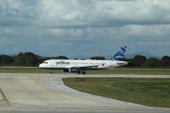 Jet Blue-vliegtuig op tarmac bij La Romana International Airport stock foto