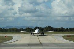 Jet Blue-vliegtuig op tarmac bij La Romana International Airport stock foto's