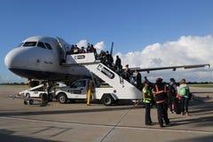 Jet Blue-vliegtuig op tarmac bij La Romana International Airport stock fotografie