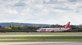 Jet2 Boeing 737-8K5 som tillbaka åker taxi till terminalen Arkivfoton