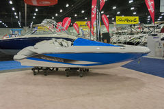 Jet-Boot des Scarabäus-165 auf Anzeige Stockfotos