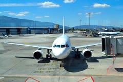Jet-Brückenflughafen Stockfotos