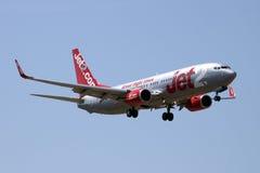 Jet2 com 737 på korta finaler Arkivbilder