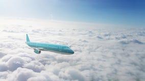 Jet commercial volant au-dessus des nuages images libres de droits