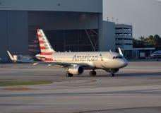 Jet d'American Airlines Airbus A-319 Photos libres de droits