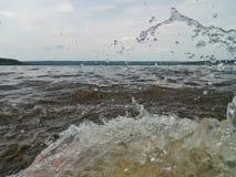 jet d'eau en rivière photographie stock libre de droits