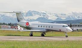 Jet dans l'aéroport de Zurich Image stock