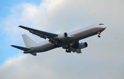 Jet de Boeing 767 en la versión del cargo Imagen de archivo libre de regalías