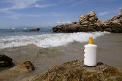 Jet de bouteille de crème de Sun Images stock