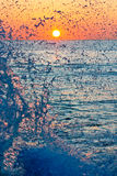 Jet de la mer au lever de soleil Photo stock