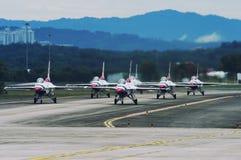 Jet de los Thunderbirds del U.S.A.F., halcón de F-16C Imágenes de archivo libres de regalías