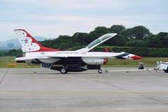 Jet de los Thunderbirds del U.S.A.F., halcón de F-16C foto de archivo