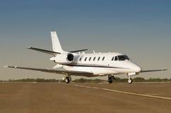 Jet de lujo del asunto privado en un fugitivo del aeropuerto foto de archivo