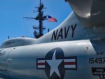 Jet de marine d'Etats-Unis sur le musée intermédiaire d'USS photos libres de droits