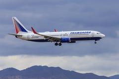 Jet de Transaero s'approchant pour débarquer Photographie stock libre de droits