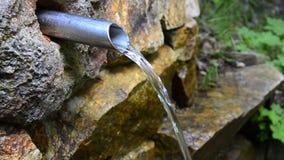Jet del agua potable limpia ecológica almacen de metraje de vídeo