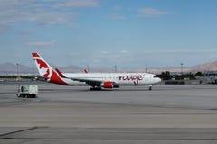 Jet del colorete de Air Canada Fotografía de archivo