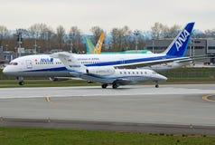 Jet del negocio contra el aeroplano pesado comercial Imágenes de archivo libres de regalías