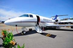 Jet di affari di Beechcraft 4000 del venditore ambulante su visualizzazione Fotografia Stock