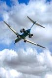 Jet en acercamiento de aterrizaje Imagen de archivo libre de regalías
