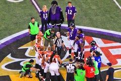 Jet en l'air de pièce de monnaie du football de nuit de NFL lundi Photo libre de droits