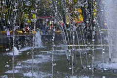 Jet fountain in the rays of the autumn sun Royalty Free Stock Photos
