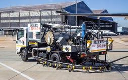 Jet Fuel Truck op tarmac royalty-vrije stock afbeeldingen