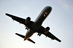Jet, het vliegen Royalty-vrije Stock Afbeeldingen