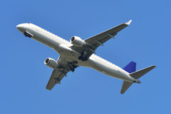 Jet, het vliegen Royalty-vrije Stock Foto's