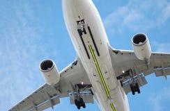 Jet inferior del vuelo Imagenes de archivo
