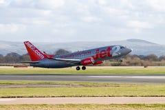 Jet2 Luchtroutes Boeing die 737 opstijgen Stock Foto