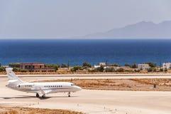 Jet privé de départ de Santorini Image libre de droits