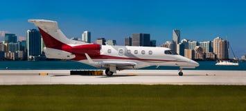 Jet privado en el cauce Fotos de archivo libres de regalías