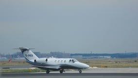 Jet privado en el ejecutivo almacen de metraje de vídeo