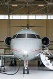 Jet privado en hangar Fotos de archivo libres de regalías