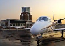 Jet privado en la salida del sol Imagen de archivo libre de regalías