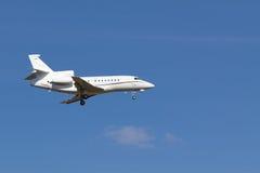 Jet privato di sbarco Fotografie Stock