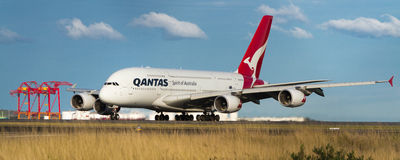 Jet Qantass Airbus A380 auf Rollbahn Stockbild