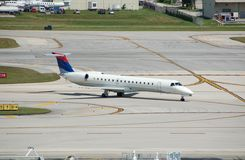 Jet regional de Embraer ERJ-145 Imagenes de archivo