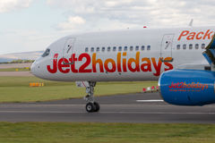 Jet2 semestrar Boeing 757 Royaltyfria Foton