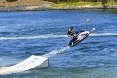 Jet Ski che salta sopra la rampa Fotografia Stock
