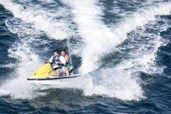 Jet-Ski mit Leuten in Acapulco-Bucht Stockbild