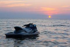 Jet Ski och solnedgången Arkivfoto