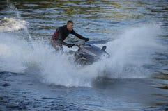 Jet-ski sur la rivière Tay Scotland R-U Images libres de droits